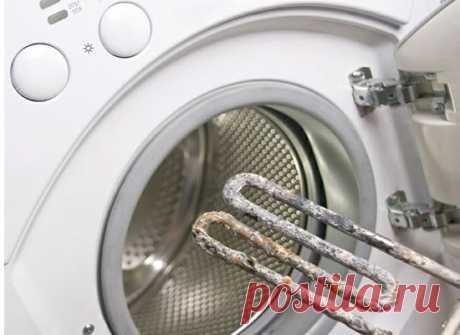 Чем отличается чистка стиральной машинки от накипи уксусом от чистки лимонной кислотой? Обе кислоты достаточно агрессивны и могут нанести ущерб машине, однако разница состоит в следующем: