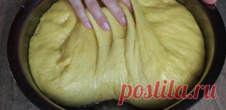 Тесто бесподобное! Традиционный миланский кекс «Панеттоне» (итальянский кулич) пеку исключительно Пасху. Итальянский пасхальный стол невозможно представить без вкусного кекса «Панеттоне», который внешне очень похож на наш традиционный пасхальный кулич. Согласно официальной истории, этот кекс впервые испекли в XVI веке для герцога Людовико иль Моро по его собственному рецепту, который с тех пор не менялся.