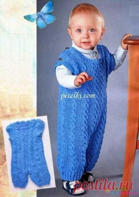 Полукомбинезон для малыша. Спицами. Возраст: На 1 год. Вам потребуется Пряжа «Детский каприз» (40% ПАН (фибра), 60% шерсть «меринос», 225 м/50 г) - 200 г голубого цвета. Спицы № 3, круговые спицы № 3.  4 пуговицы. Резинка 1х1/2х2: вяжите попеременно 1/2 лиц. п. и 1/2 изн. п.  Основной узор: вяжите по схеме. На схеме приведены только нечетные ряды, в четных рядах все петли вяжите по рисунку.  Описание работы  Правая штанина: вяжите снизу вверх. Наберите 102 п., вяжите 4 см ...