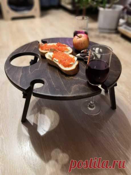 Наш винный столик удивит Ваших гостей изысканной подачей вина и закусок. И отлично подойдёт на все случае будь то романтический вечер для двоих, праздничный стол для гостей или обычный ужин с друзьями👯 #пикникнаприроде #винныйстол #столикдлявина #столдлявина #столикдляпикника #годовщинасвадьбы #подарокнасвадьбу #аксессуарыиздерева #липецк #нижнийновгород #омск #оренбург #петропавловсккамчатский #петрозаводск #казахстан #беларусь #самара #минеральныеводы #вологда #воронеж #волгоград #элиста