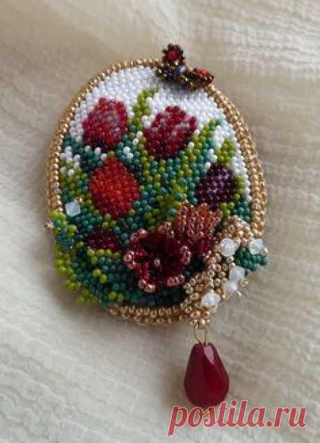 Вышивка украшений бисером