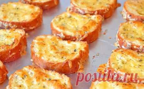 Чесночно-сырные гренки к супу. Получились ароматные, хрустящие гренки с насыщенным сырным вкусом. Они отлично подойдут к любому супчику вприкуску.