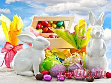 Доброе утро, друзья! В светлое Христово Воскресенье, В праздник, преисполненный чудес, Пусть вас осенит теплом весенним Солнышко, взглянувшее с небес. Пусть начнется белая полоска В ваших судьбах! Пусть звучат окрест Благодати светлой отголоски: С праздником, друзья! Христос воскрес!