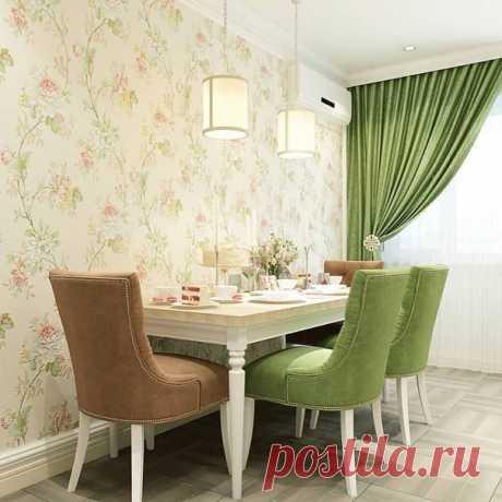 Дизайн кухни, где акцентные цвета размещены на мебели и шторах. Фасад кухни выдержан в мягких тонах