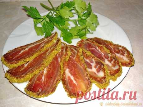 Приготовление самой вкусной бастурмы в домашних условиях Бастурма – мясное блюдо народов Кавказа. Как правило, эту закуску готовят из говяжьей вырезки, но также можно приготовить из свиной, вырезки индейки и даже куриной. Совершенно не сложно приготовить бастурму в домашних условиях. Необходимо купить мясо, специи и запастись терпением, так как на