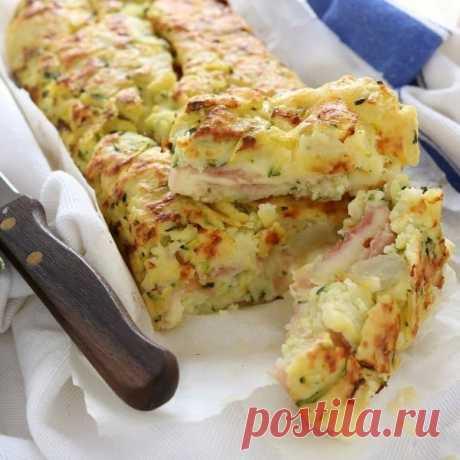 Картофельно-кабачковый рулет с сыром и ветчиной