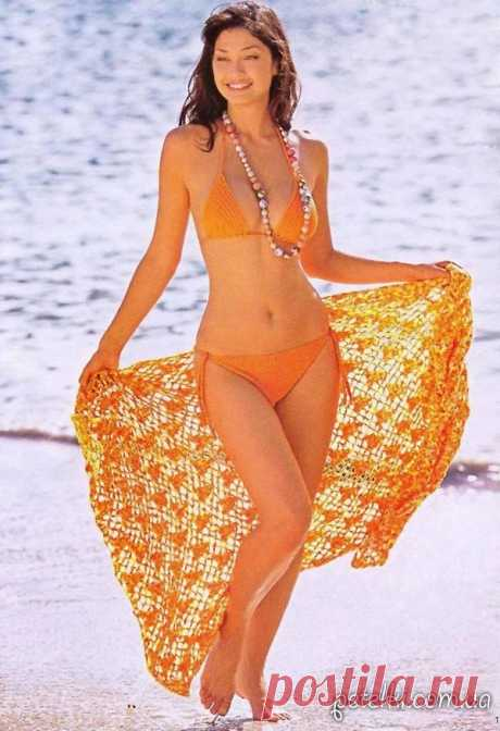 Bright knitted separate bathing suit and pareo hook. Description, schemes