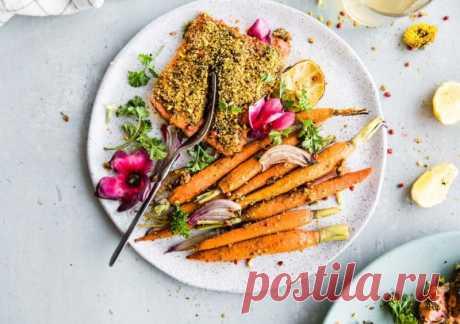 Лосось с морковью и фисташками - The-Challenger.ru Только у нас — полезные рецепты питательных завтраков, вкусных обедов и легких ужинов! Для тех, кто готов потратить время на что-то особенное, и для тех, у кого на готовку есть всего 10 минут.