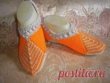 Idea for fans of knitting. Original slippers spokes.