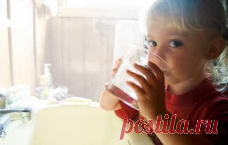 Насколько безопасна вода? Все, что вы хотели знать о воде - водопроводной, питьевой и лечебной.        Если вы захотите ознакомиться в Интернете с архивом статей, посвященных состоянию водопроводной воды, вас ждет очень неприятная информация. Антибиотики, гормоны, химические вещества, нитраты, хлор,
