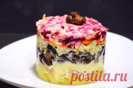 Салат «Печень под шубой» — новый вариант слоёного салата для праздничного стола | Дауншифтеры | Яндекс Дзен