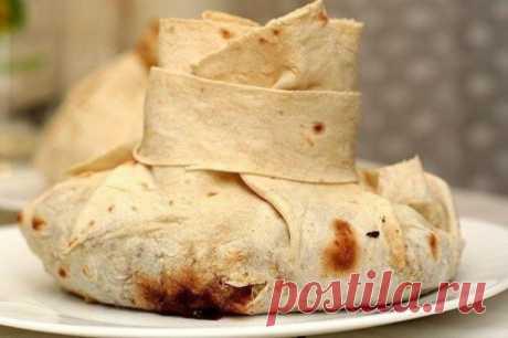 Мясо в армянском лаваше – оригинальное и очень вкусное блюдо  Этот рецепт относится к армянской кухне.  Для приготовления вам потребуется: 300 гр. мяса (свинина, баранина, говядина); 1 головка репчатого лука; 2 моркови; 1 баклажан; 6 средних картофелин; перец, …
