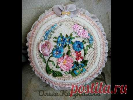 Подушка с вышивкой лентами и нитками. Pillow with embroidery ribbons and threads