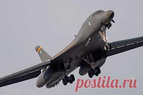 Фото Rockwell Lancer (86-0137) ✈ FlightAware