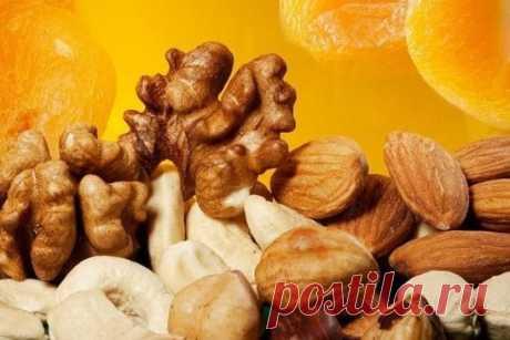 Как с помощью орехов не только сохранить, но и улучшить своё здоровье Фундук был известен ещё в древние времена. Наши предки делали из него амулеты от нечистой силы и природных катаклизмов. Этот вид орехов содержит большое количество витаминов А и Е. Улучшает деятельность головного мозга. Лучше всего употреблять в сыром виде. В рецептах индийской и азиатской кухни часто присутствуют орехи кешью. Их используют для приготовления первых и вторых блюд, закусок, соусов, десертов. Обладают свойств
