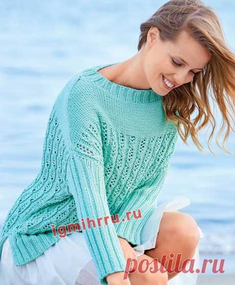 Пуловер мятного цвета с ажурным узором из «кос». Вязание спицами со схемами и описанием