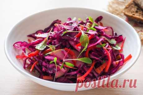 Салат из красной капусты с яблоком и перцем