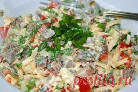 Записывайте новенький рецепт: «Самый вкусный» салат    Всем очень понравился!          Ингредиенты: 0,5 кг. говядины3-4 картофелины3-4 свежих помидора150 гр. сыра2-3 маринованных огурцамайонезпучок петрушкисоль, перец Приготовление:  Говядину сварит…