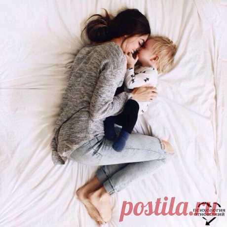 Говорите своему ребенку 1. Я люблю тебя. 2. Люблю тебя, несмотря ни на что. 3. Я люблю тебя, даже когда ты злишься на меня. 4. Я люблю тебя, даже когда я злюсь на тебя. 5. Я люблю тебя, даже когда ты далеко от меня. Моя любовь всегда с тобой. 6. Если бы я могла выбрать любого ребенка на Земле, я бы все равно выбрала тебя. 7. Люблю тебя как до луны, вокруг звезд и обратно. 8. Спасибо. 9. Мне понравилось сегодня с тобой играть. 10. Моё любимое воспоминание за день, когда мы с тобой что-то делали…