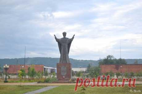 Памятник Николаю Чудотворчу в г. Майкоп