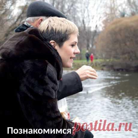 Привет, давайте познакомимся!😉⠀ Как многие знают, меня зовут Алена Дронова, я из Москвы, мне 43 года.⠀ Я психолог и психосоматолог. Еще я мама прекрасного сына и жена со стажем! 😊⠀ Чем я занимаюсь?⠀ Провожу личные консультации (уже больше 3000 провела), вебинары, тренинги и марафоны.⠀ Я люблю учиться. У меня 3 высших образования, экономическое, театральное и психологическое, 4-е снова психологическое на подходе. Десятки курсов и тренингов по психологии и психосоматике.