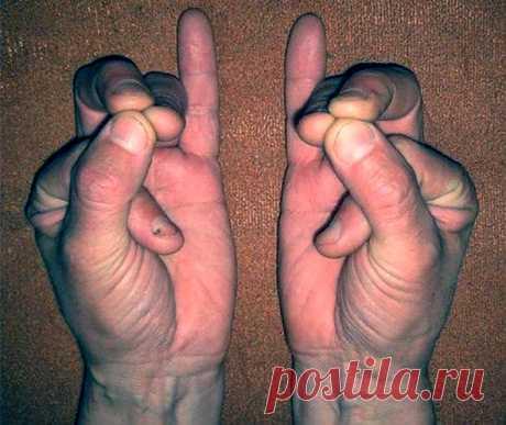 Сложите пальци в такой позиции — это может спасти вам жизнь! | Всегда в форме!