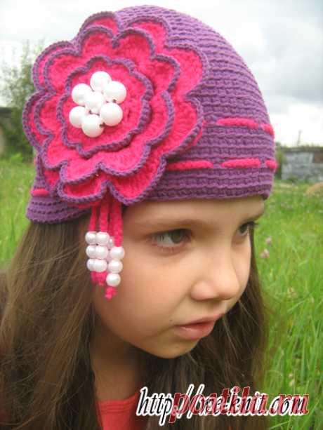 Шапочка с цветком для девочки