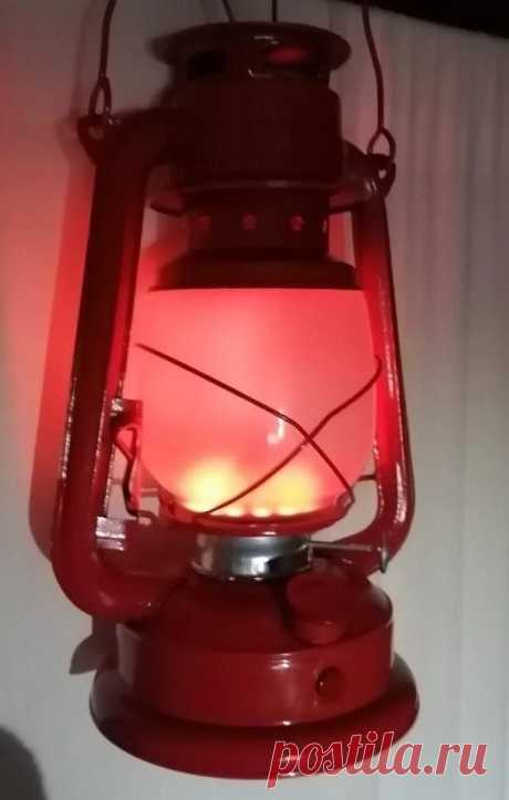 Светодиодный светильник из керосиновой лампы В этой статье мастер-самодельщик под ником raul7321 расскажет нам, как превратить масляную лампу в аккумуляторный фонарь. В качестве источника света он использует неопиксельное кольцо и на лампе можно менять цвет и яркость. Давайте посмотрим на видео демонстрацию работы светильника.Инструменты и