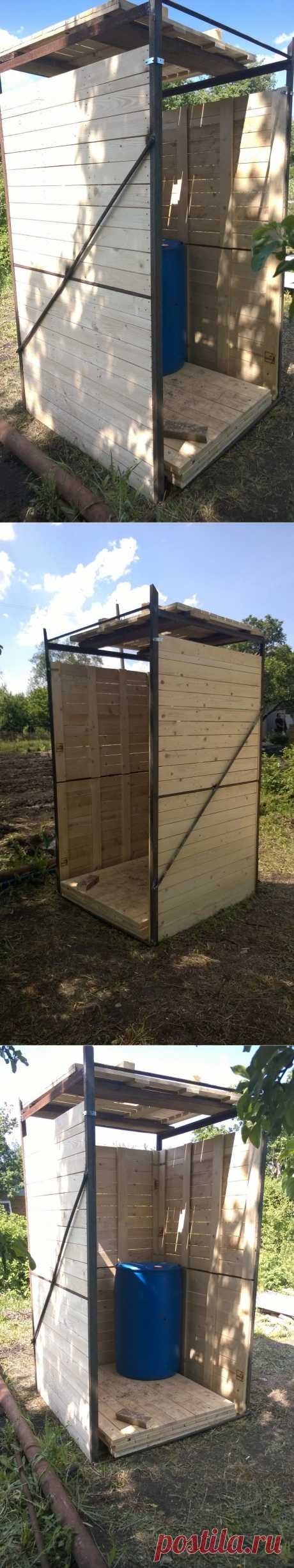 """The competition \""""Water at the Dacha\"""" on 7dach.ru - Summer shower the hands\u000d\u000a\u000d\u000aHere such here shower was made at the weekend. Welded a framework and sheathed pallets. So far the barrel was not set up on a roof, but we will make it soon. And a zanavesochka of course on an entrance. All works took literally 3-4 hours of time. Quickly, cheap but good)))"""