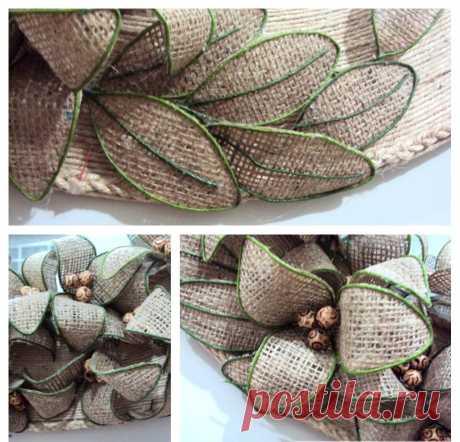 Las flores de la arpillera: la clase maestra por la creación del elemento hermoso de la decoración