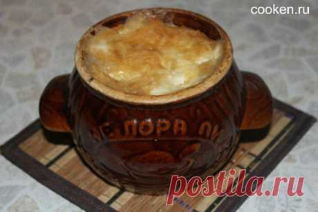 Куриная грудка с грибами и картошкой в горшочке - рецепт с фото