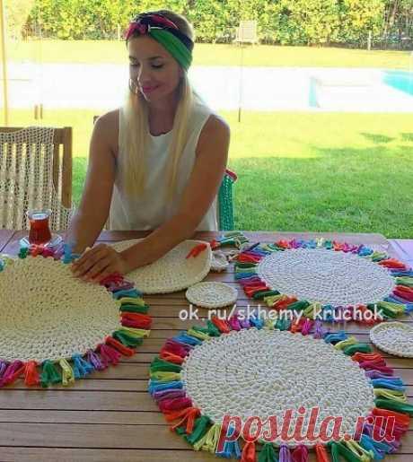 Предлагаем вам множество идей вязания круглых ковриков, подставок под горячее и т.д. Схемы идеально ровных кругов прилагаются.