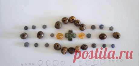 Крупный браслет макраме из хлопковых нитей. Добавлены натуральные камни и семена лотоса.