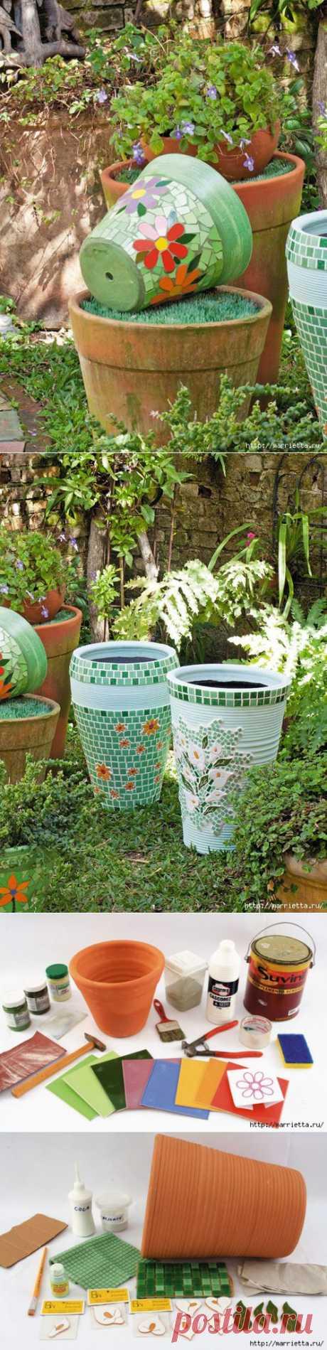 украшаем цветочные горшки мозаикой из кафеля.отличная идея.     :)