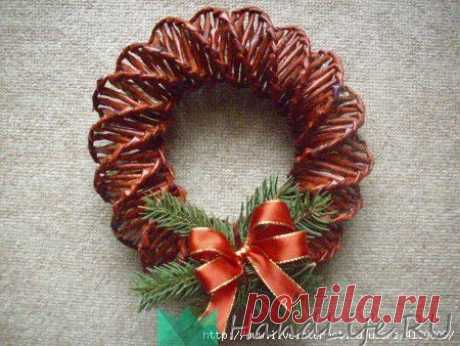 Wreath from newspaper tubules (video) \/ Weaving from newspaper tubules