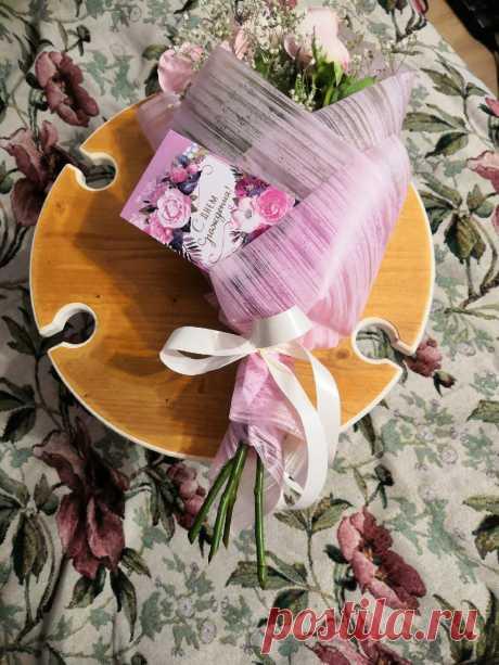 Что может быть более прекрасней: красивые виды, комфортный столик и бокал вина Мы дарим вам идею для подарка!🎁 Ваш друг или подруга, абсолютно точно оценят и обрадуются такому подарку! Спешите заказать, на любой праздник будет уместно 👌🏻 цвет во вашему желанию! #винныйстолик #столикдлявина #столикдлязавтрака #складнойстолик #деревянныйстолик #винныйстоликиздерева #винныйстоликмосква #винныйстоликназаказ #пикник