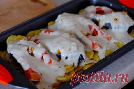 """Форель под чесночным соусом, запеченная на картофельной """"подушке"""" — Sloosh – кулинарные рецепты"""