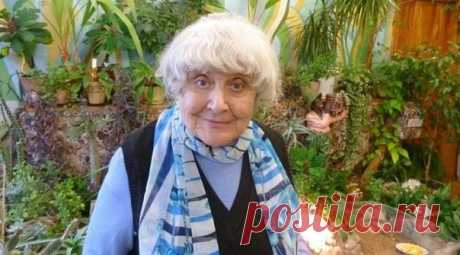 """Инна Бронштейн - минская пенсионерка ( ей 81 год!!!!), в прошлом она - учитель истории. .. потеряв самых близких людей, начинает вдруг строчить ИЗУМИТЕЛЬНЫЕ стихи, в которых сквозь юмористическую форму просвечивает невероятная глубина содержания. ДРУЗЬЯ, ХОРОШИЕ МОИ, У НЕЁ МОЖНО, И НУЖНО , НАЙТИ ПОВОДЫ РАДОВАТЬСЯ ЖИЗНИ ! ЭТИ ЕЁ «БЛАЖЕНСТВА» СТАЛИ НАСТОЯЩЕЙ НАХОДКОЙ ДЛЯ МЕНЯ И ДАЖЕ «ПСИХОЛОГИЧЕСКИМ"""" ЛЕКАРСТВОМ !!! ..............................................................."""