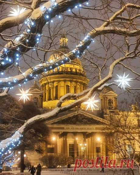Исаакиевский собор будет закрыт для посетителей с 30 декабря по 10 января. Все церковные службы, включая рождественские 6 и 7 января, отменили.