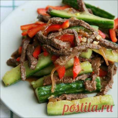 Огурцы с мясом по корейски Вкуснейшая закусочка, радует правильно сочетание мясо-овощи, блюдо нравится всем, кто уже успел к нему приложиться :).Нам понадобится:2 тонких длинных огурца400 гр. (или немного меньше) мяса говядины1…