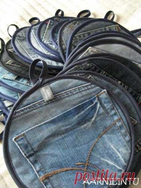 Прихватки из джинсовых кармашков.