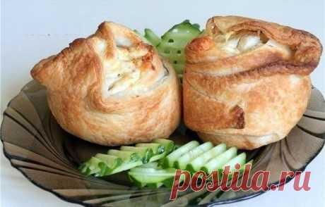 Как приготовить пирожки слоёные с курицей и сыром  - рецепт, ингредиенты и фотографии
