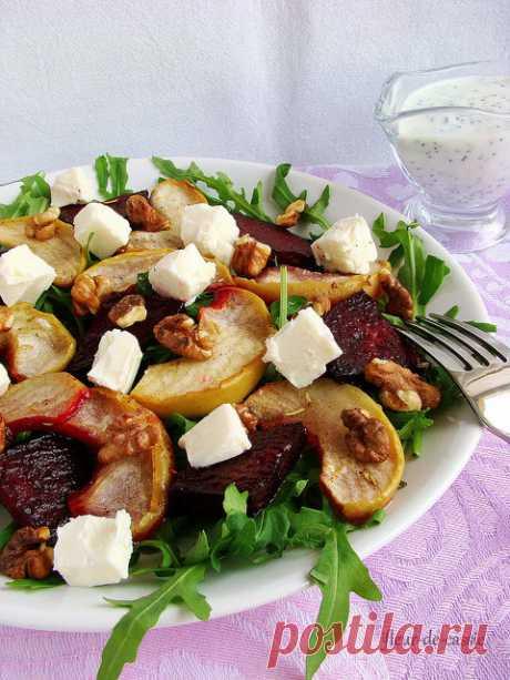 Салат с печеной свеклой, яблоками и сыром фета