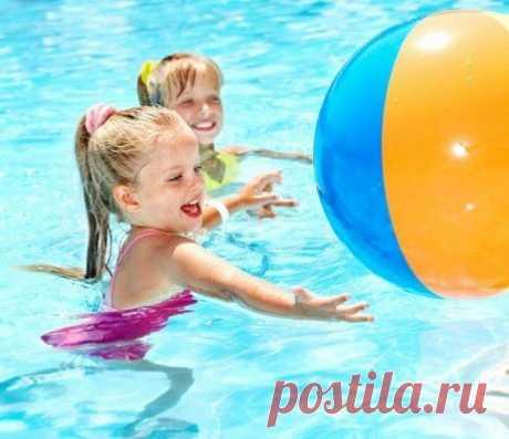 Игры на воде для детей. Активные развлечения в воде для дошкольников. Развивающие игры на воде для девочек и мальчиков Чтобы малыши и дети постарше получили от отдыха на воде максимум удовольствия, а родители не волновались об их безопасности, стоит предложить детям разнообразные игры и развлечения на воде.