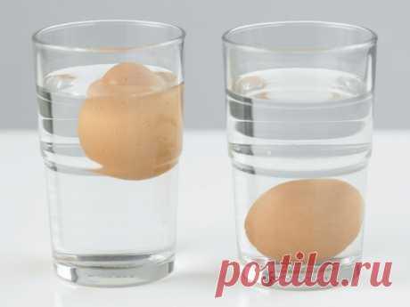 Как с помощью стакана снять скорлупу с яиц