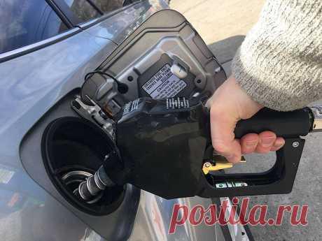 """Эксперты рассказали об опасностях """"паленого"""" бензина Стоимость бензина постоянно растет, а качество его, к сожалению, часто не соответствует указанной цене. А ведь некачественное топливо попутно может"""