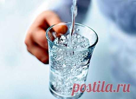 Сенсационная новость от кардиологов!!! Всего один стакан воды на ночь убережет от инсульта!