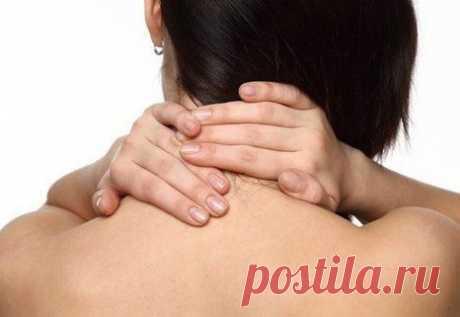 7 полезных упражнений для шеи, которые можно делать везде
