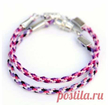 Плетеный браслет из ниток