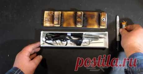 Переносной бокс с подставкой для электропаяльника Из фанеры и куска пластикового кабель-канала можно сделать своими руками удобный переносной бокс с подставкой для электропаяльника. Если вам часто